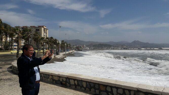El temporal en la playa de Huelin.