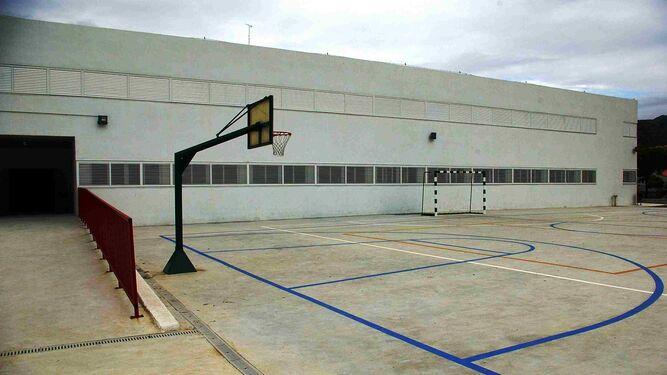 Vista de la pista deportiva del colegio Rosa de Gálvez.