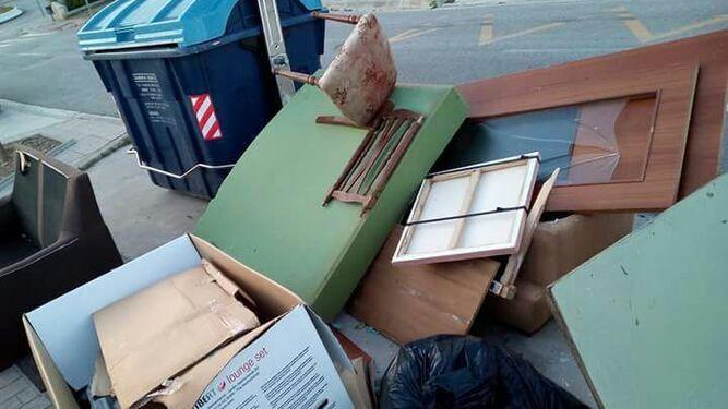 Muebles En Velez Malaga : Vélez premiará a los vecinos que no depositen residuos en