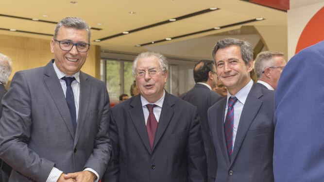 Santander renueva su sede central e incluye m s tecnolog a for Oficinas santander malaga