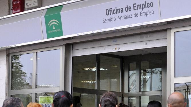Cinco municipios concentran un tercio de los contratos for Oficina de empleo velez malaga