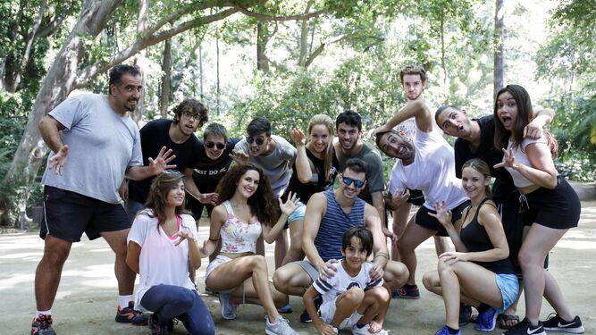 El reparto de 'Hara, el espíritu de la selva', ayer, en el Jardín Botánico La Concepción.
