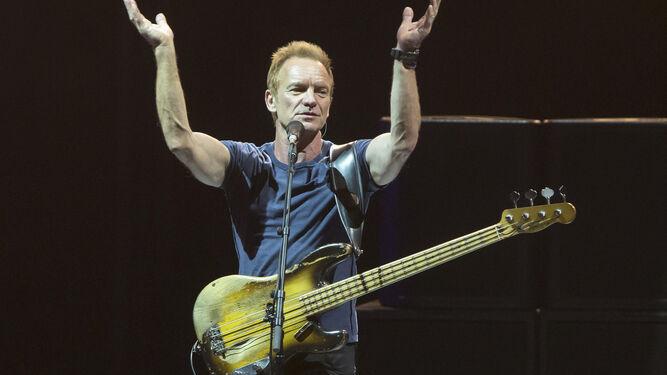 Sting, animando al público a acompañarlo con palmas.