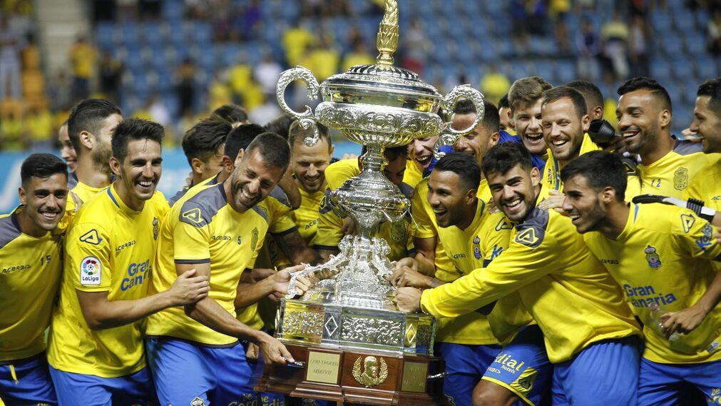 Las imágenes del Málaga-Las Palmas del Trofeo Carranza