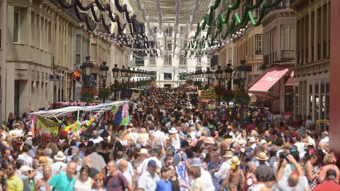 Calle Larios, abarrotada, durante los primeros días de Feria.