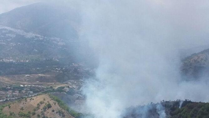 Incendio en la zona del Higueron en Mijas