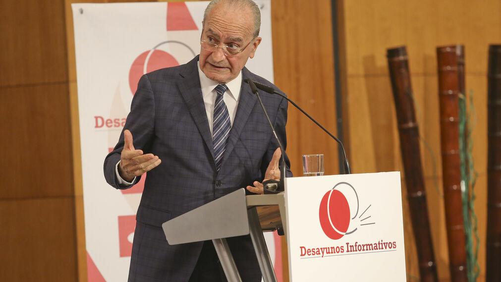 El alcalde durante su conferencia.