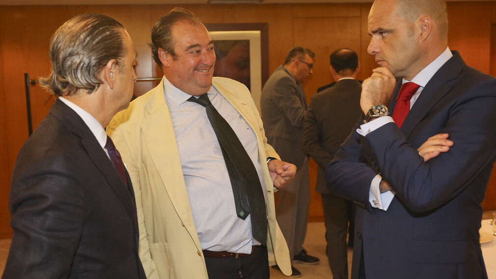 José Juan Pérez Tabernero, Tomás Valiente y Justiniano Cortés.