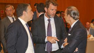 Elías Bendodo, Fernando Ortega y José Juan Pérez Tabernero.
