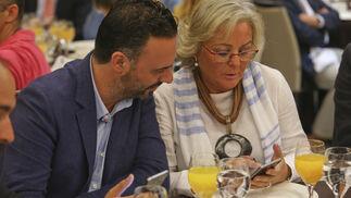 Raúl Jiménez y Teresa Porras.