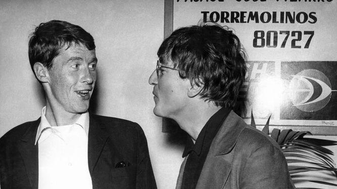 1. Brigitte Bardot, en el rodaje de 'Los joyeros del claro de luna' (1958). 2. John Lennon, con Michael Crawford, en el Aeropuerto, en 1966. 3. Portada de 'Torremolinos, de pueblo a mito'. 4. Frank Sinatra en el Hotel Pez Espada. 5. Thomas Bernhard. 6. El Bajondillo. 7. Lord Timothy Willoughby de Eresby. 8. Los caniches de Perón.