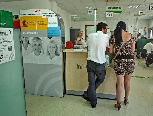El sae apenas publica 227 ofertas de empleo para for Oficina de empleo huelva