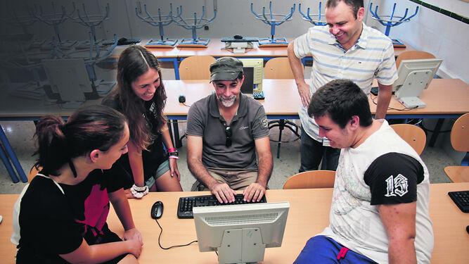 Francisco Vico, en el instituto Emilio Prados, donde testó la versión beta de Toolbox.