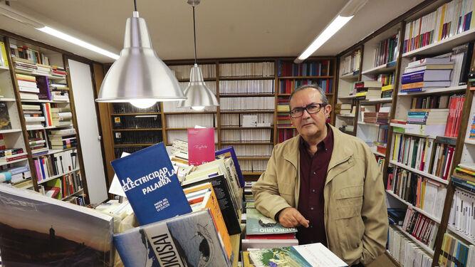 Francisco Ruiz Noguera, en una librería malagueña.