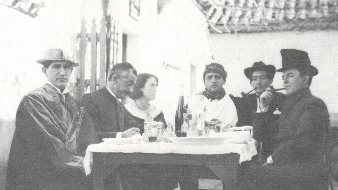 Moreno Villa (segundo por la izquierda), junto a Pepín Bello, María Luisa González, Buñuel, Dalí y José María Hinojosa, en una reunión de la Orden de Toledo en 1924.