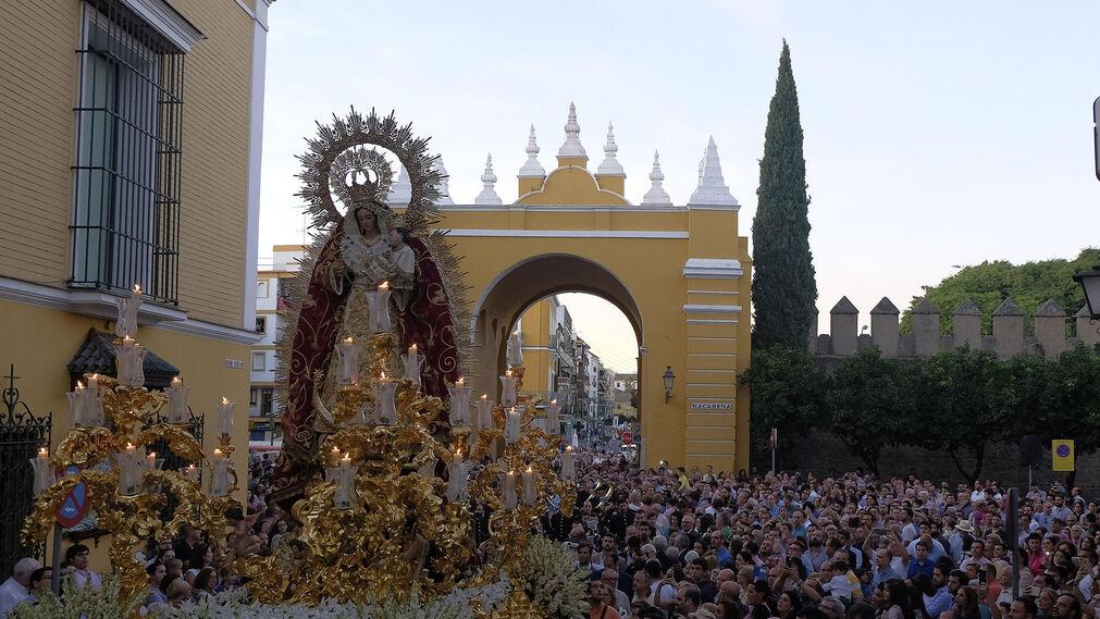 Procesión de la Virgen del Rosario de la Hermandad de la Macarena