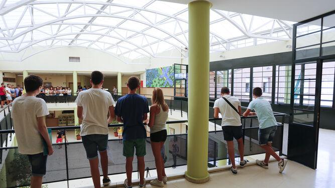 Alumnos pierden 15 horas semanales por la falta de for Instituto ciudad jardin