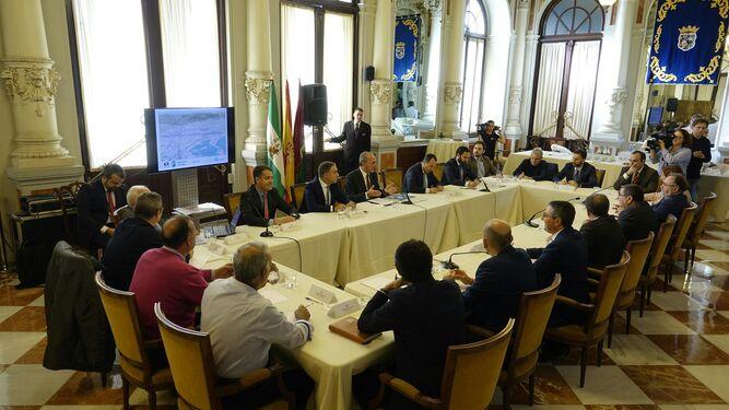 Imagen de la reunión celebrada ayer en el Ayuntamiento de Málaga.