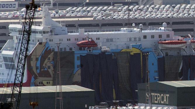 El barco 'Moby Dada', con las figuras de dibujos animados, dejará desde mañana a acoger a policías y guardias civiles.