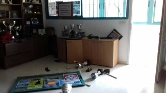 Denuncian un robo en la sede de varias federaciones deportivas for Unicaja oficinas malaga