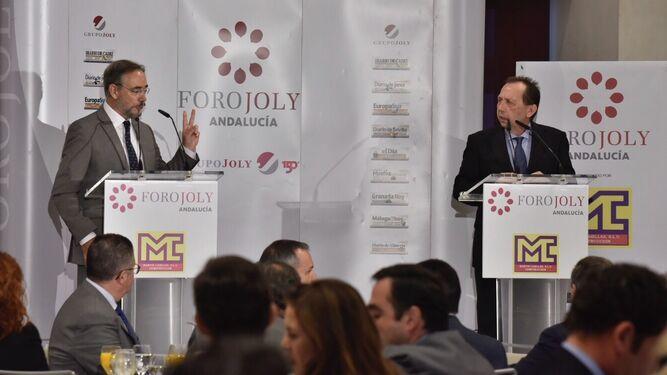El consejero de Fomento, Felipe López, con José Antonio Carrizosa, director de Diario de Sevilla