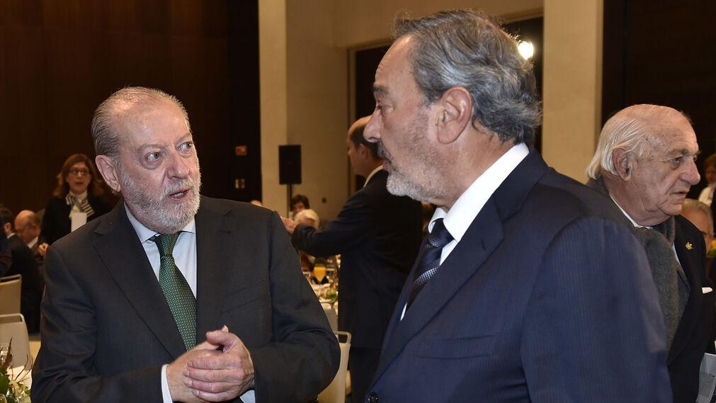 El presidente de la Diputación de Sevilla, Fernando Rodríguez Villalobos,  con Francisco Martín González.