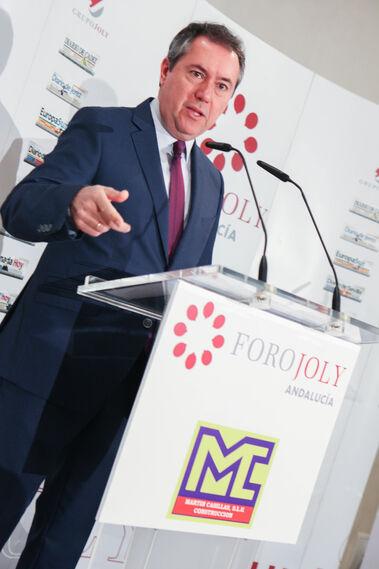 Juan Espadas, durante la presentación del conferenciante.