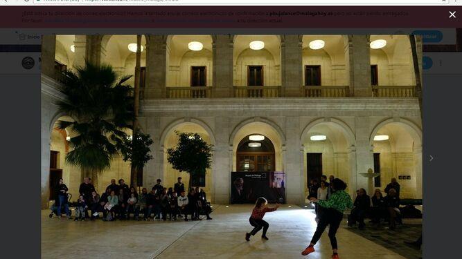 Actuación de danza contemporánea a cargo de Ximena Carnevale y Lula Amir.