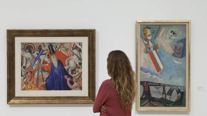 Una visitante observa una obra de Maruja Mallo en la exposición 'Somos plenamente libres', en el Museo Picasso.