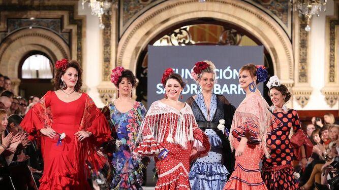 Varias de las participantes durante el desfile solidario de la Fundación Sandra Ibarra en We Love Flamenco