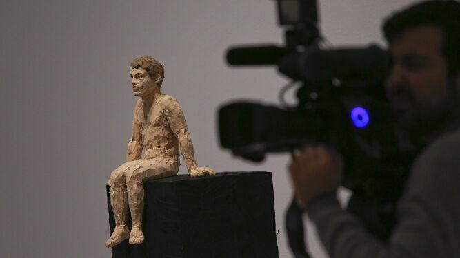 1. 'Mann mit dulkelblauem Hend', 'Frau mit blondem Haar', 'Schmerzensmann', 'Maria' y 'Kungelmenschen' (todas de 2012). 2. 'Mann auf schwarzem Würfel' (2017). 3. 'Treppenrelief' (2009). 4. Stephan Balkenhol, ayer, en el CAC. 5. 'Man with green shirt' (2017). 6. 'Grober Mann with weibem hemd und schwarzer Hose' (2014).
