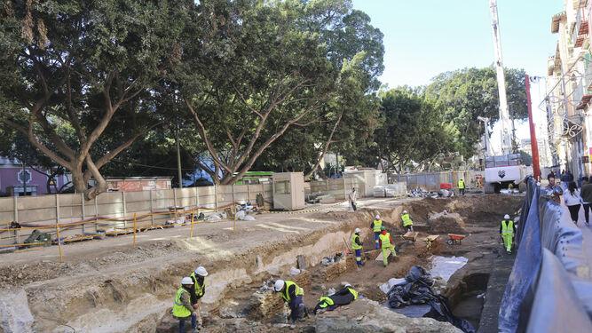 Trabajos arqueológicos en el tajo de la Alameda Principal.