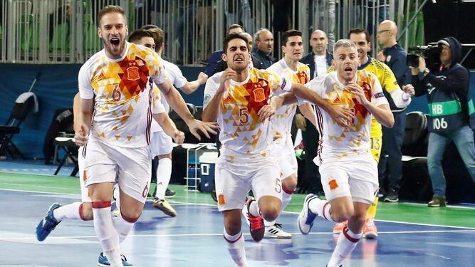 Los jugadores de la selección celebran el pase a la final tras la tanda de penaltis ante Kazajistán.