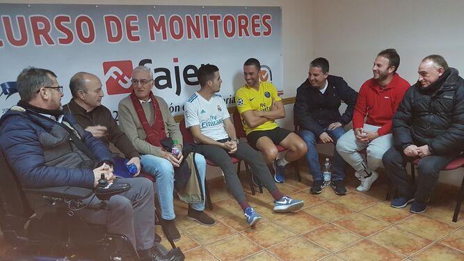 Un grupo de jugadores, algunos ya rehabilitados, en la asociación Amalajer.