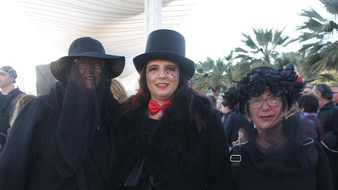 Las viudas abrieron la comitiva fúnebre por el Palmeral de las Sorpresas.