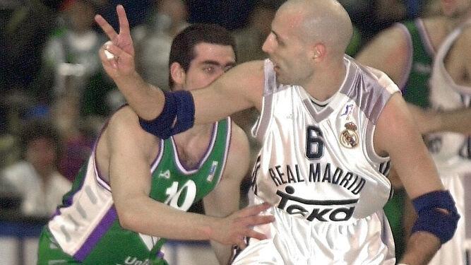 Cabezas defiende a Djordjevic en 2001.
