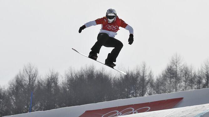 Regino Hernández, durante la prueba en la que consiguió el bronce en snowboard cross.