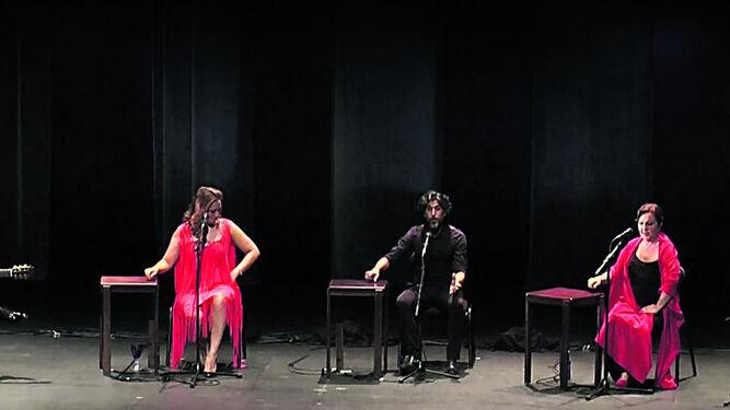 Marina Heredia, Arcángel y Carmen Linares durante la inauguración esta semana del Flamenco Festival de Londres arropados por el toque de Bolita y Miguel Ángel Cortés.