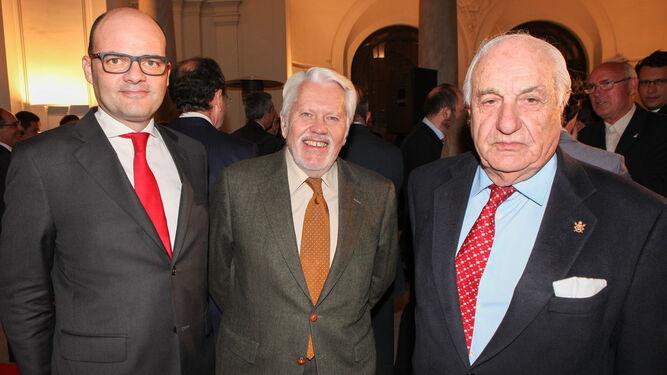 Justiniano Cortés, con el abogado Francisco Ballester y el empresario Juan Ramón Guillén, presidente de Acesur.