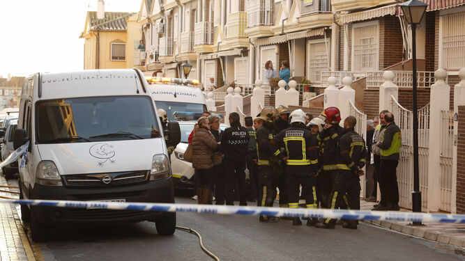 Los cuerpos de seguridad y de emergencias no pudieron hacer nada por salvar la vida del bebé. / ÁLEX CÁMARA