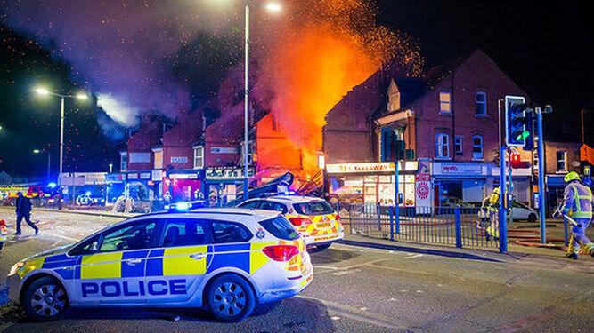 Imágenes del incendio que ha habido en la zona de la explosión.