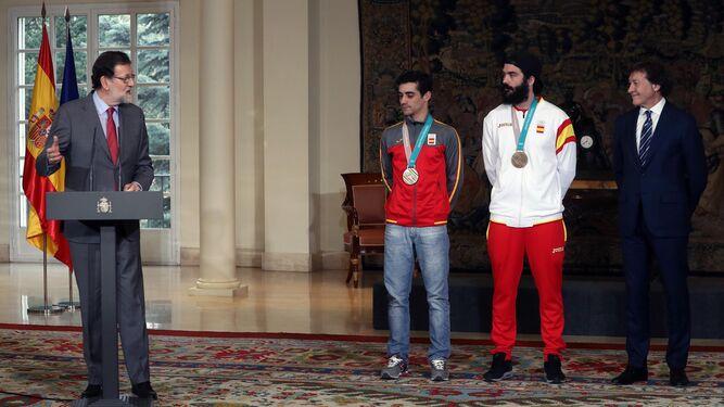 Regino Hernández presume de bronce olímpico en La Moncloa