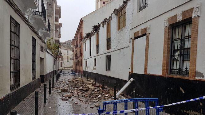 Desprendimiento del techo de una vivienda en Vélez-Málaga.