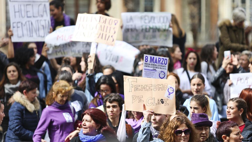 Detalle de la concentración entre calle Larios y la Plaza de la Constitución.