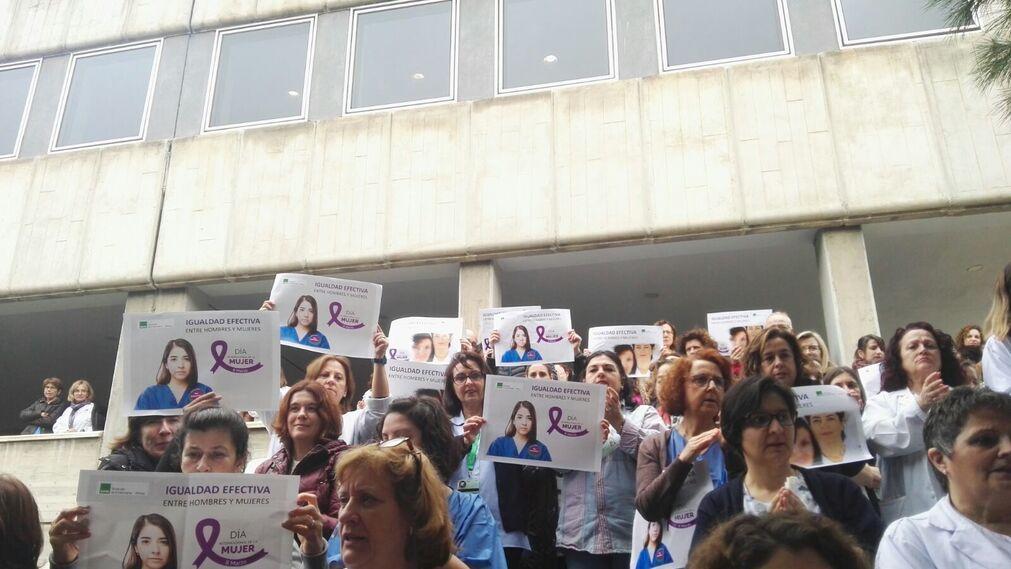 Concentración a las puertas del Hospital Materno.