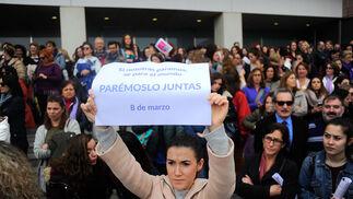 Pancarta del 8-M en la Ciudad de la Justicia.