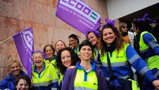 Trabajadoras de Limasa en la concentración de la Ciudad de la Justicia.