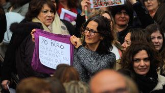 Uno de los carteles de la concentración en la Ciudad de la Justicia.
