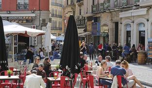 Vista de bares y restaurantes en la Plaza Uncibay y la calle Calderería, dos de los puntos más ruidosos.