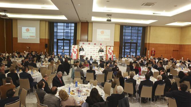 Más de 300 invitados escucharon atentos las palabras del empresario andaluz.